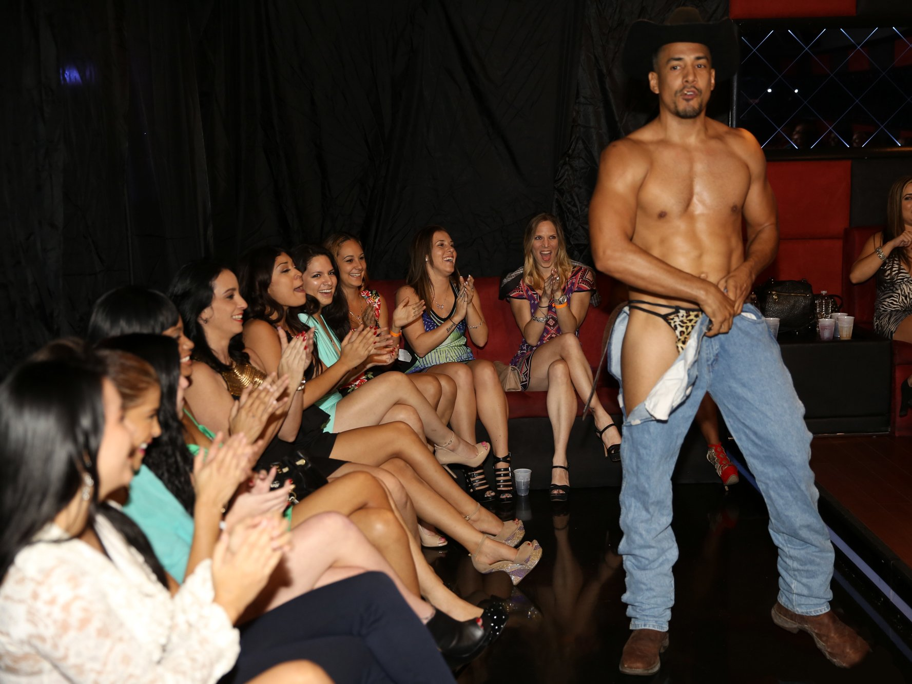 Lucky male strippers get sucked horny chicks