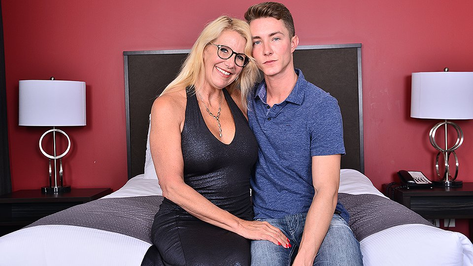 A young boy just wants to fuck a milf